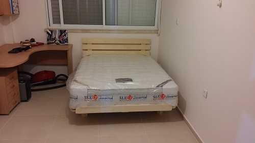 מיטה בחדר