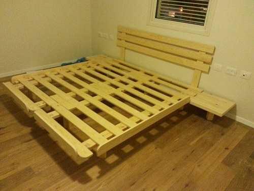 בסיס מיטה מעץ מלא