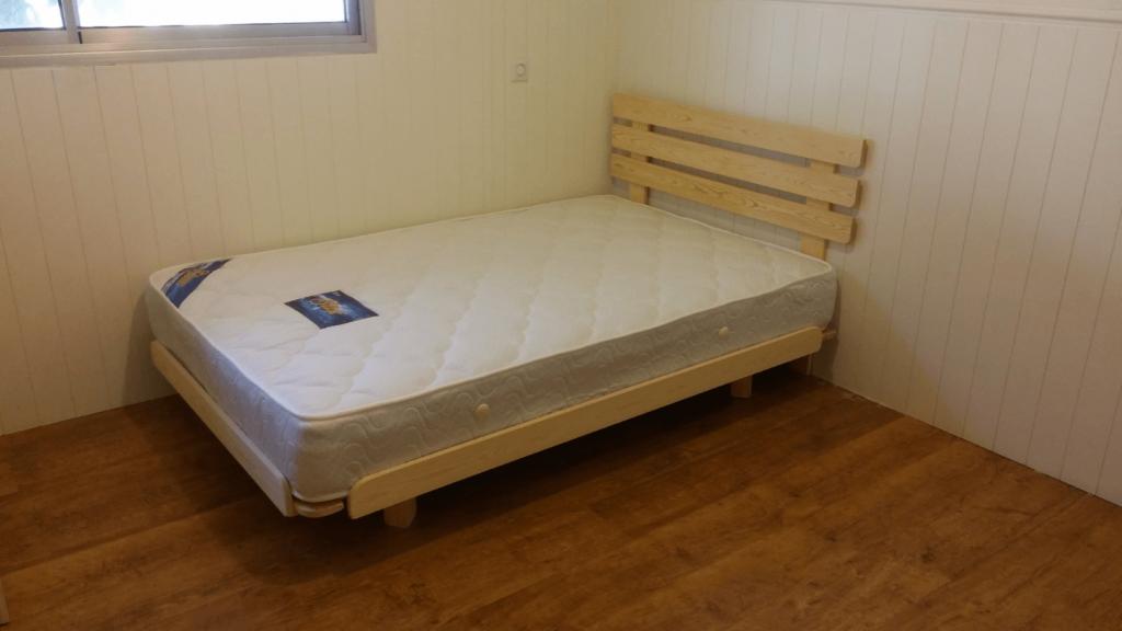 בסיס מיטת יחיד ומזרן יחיד בבית הלקוח