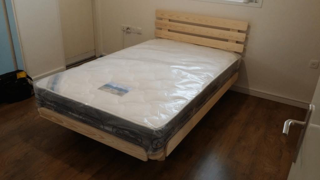 בסיס מיטה ומזרן בבית הלקוח