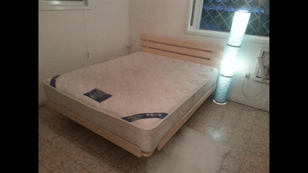 בסיס מיטה ומזרון בבית הלקוח