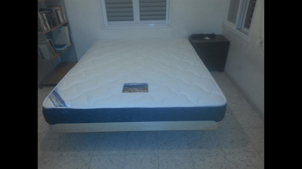 בסיס מיטה מזרון בבית הלקוח