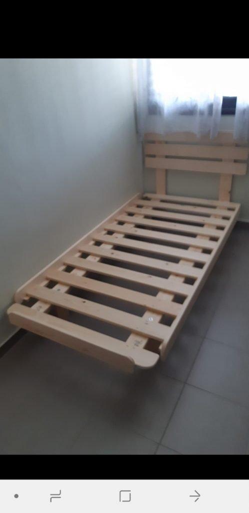 בסיס מיטה מעץ מלא למזרן יחיד