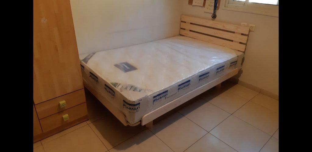מיטת יחיד בבית הלקוח